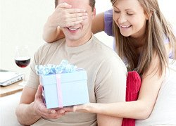 Что подарить мужчине при первом знакомстве