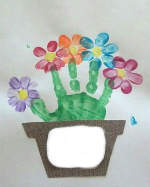 Детские поделки к 8 марта - Отпечатки ладошек